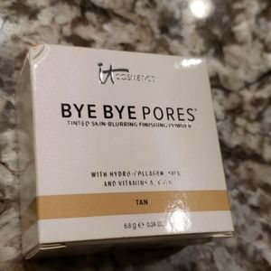 NWB Bye Bye Pores skin-blurring finishing powder